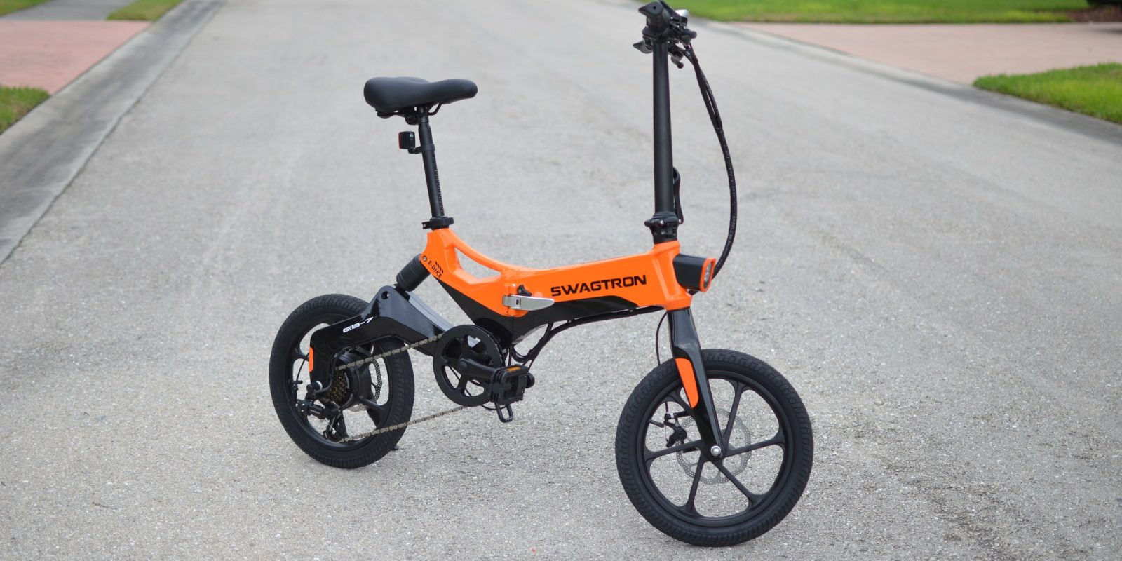 Swagtron EB7 Plus folding electric bike