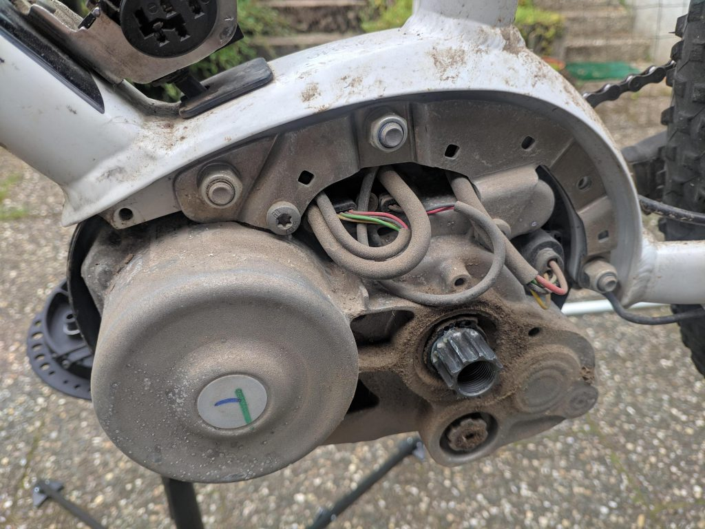 Dirty mid-drive motor with exposed components on electric bike